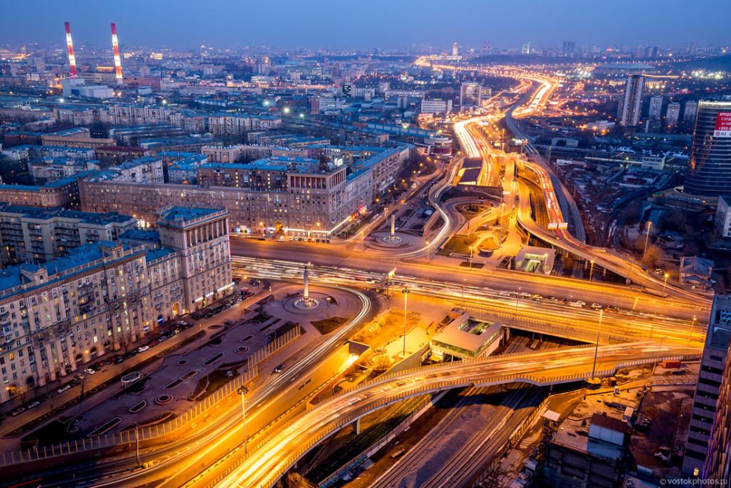 Кутузовская развязка Третьего транспортного кольца (В 1998 году Московская Школа Конфликтологии разрешила конфликт между жителями и застройщиками.